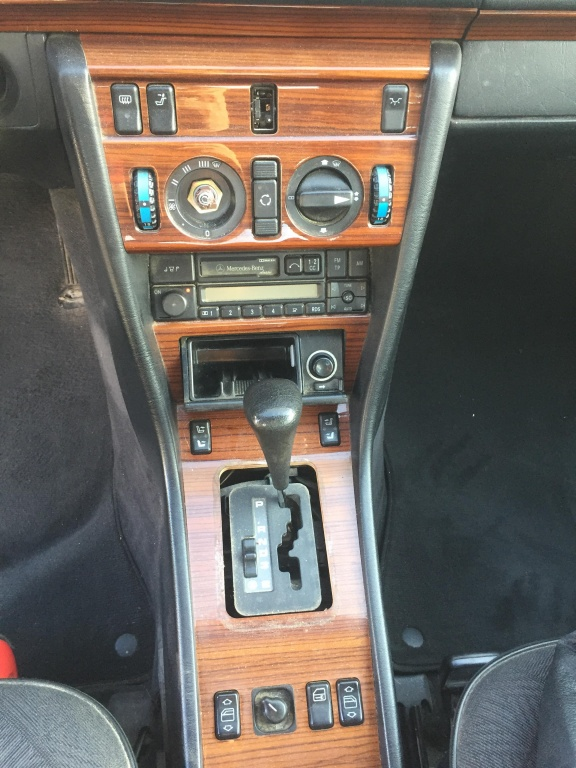 Dezmembrez Mercedes Benz E200 W124 1990