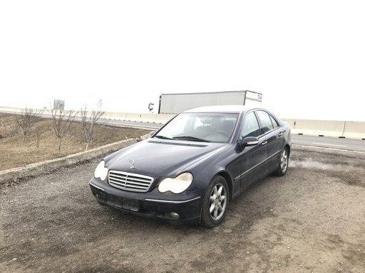 Dezmembrez Mercedes C 2004