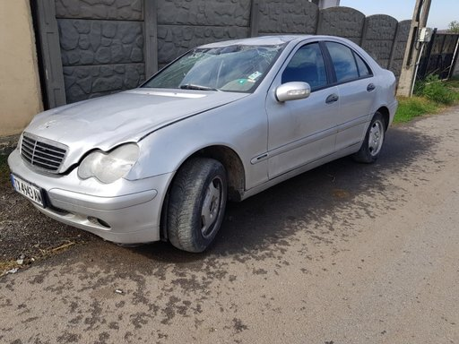 Dezmembrez Mercedes C 220 W203 2.2 cdi