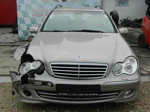 Dezmembrez Mercedes C Class din 2004