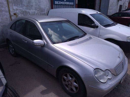 Dezmembrez Mercedes C-Class W203 2001 Berlina 2.2 cdi