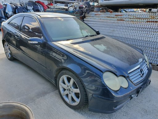 Dezmembrez Mercedes C Class W203 2002 2.2cdi