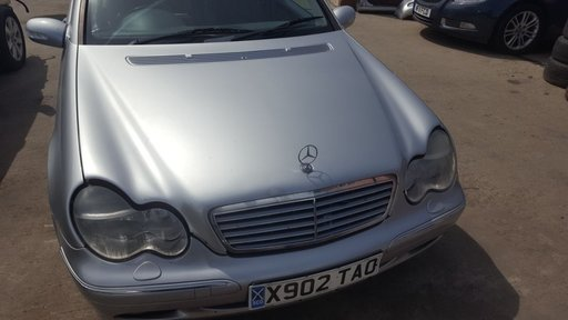 Dezmembrez Mercedes C-CLASS W203 2002 Sedan 2.2 DC