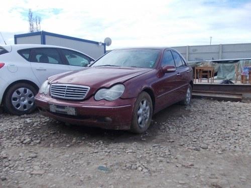 Dezmembrez Mercedes C-class W203 ,an 2003
