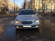 Dezmembrez Mercedes C180 W203 271946