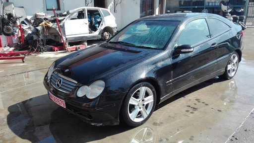 Dezmembrez Mercedes C220 CDI-Coupe, An.fab 2002