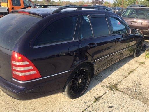 Dezmembrez Mercedes C240 Avangard