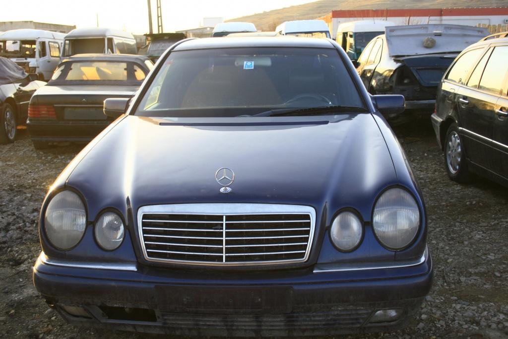 Dezmembrez Mercedes : CKlass W202-203 , EKlass W210 - 211 , CLK W208