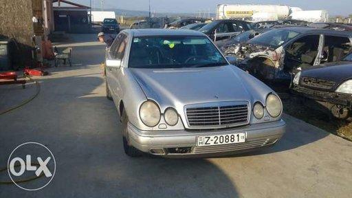 Dezmembrez Mercedes E 220 diesel anul 1997