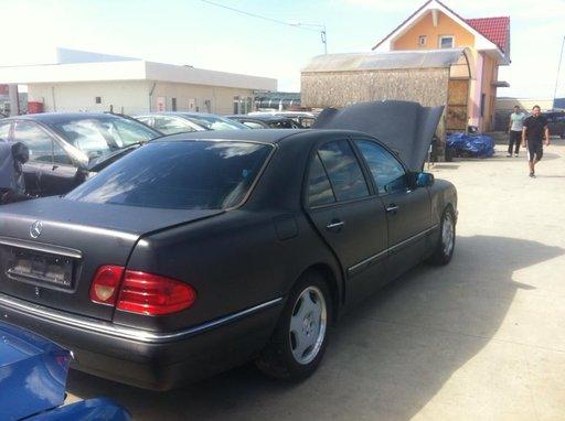 Dezmembrez Mercedes E-class din 1997