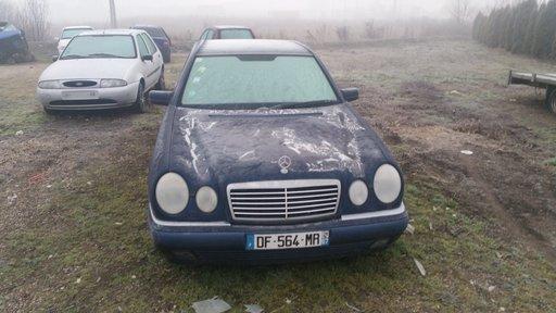 Dezmembrez Mercedes E-Class W210 1997 berlina 3199