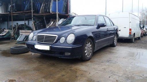 Dezmembrez Mercedes E200, W210, 2.2 diesel, an 2000