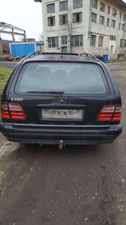 Dezmembrez Mercedes E220 1999 2.2 motorina (Dez27)