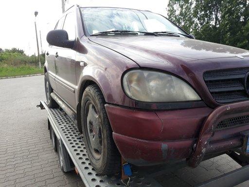 Dezmembrez Mercedes ML 230