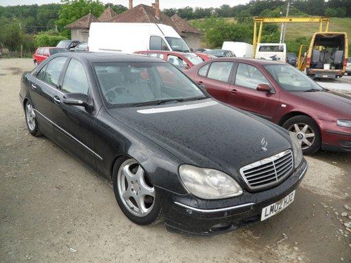 Dezmembrez Mercedes S320 CDI W220