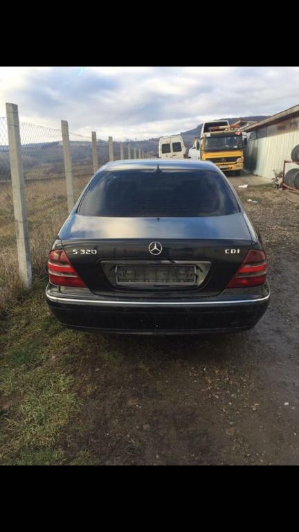 Dezmembrez Mercedes s320 w220