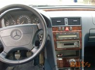 Dezmembrez Mercedes w202
