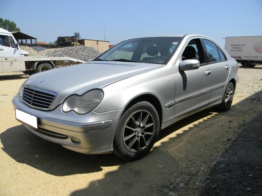 Dezmembrez Mercedes W203 C220 CDI sedan an 2002