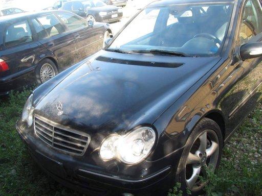 Dezmembrez Mercedes w203 C220cdi An.2005 Cod Motor 646