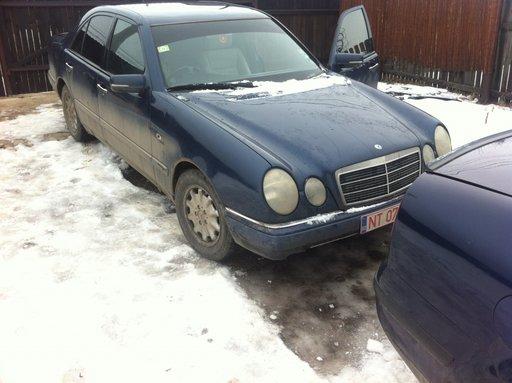 Dezmembrez Mercedes W210 E200 1996-2001
