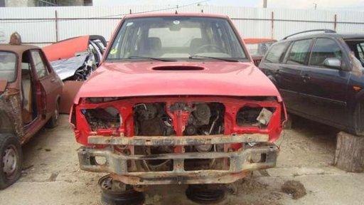 Dezmembrez Nissan Terrano 2 2.7 TD