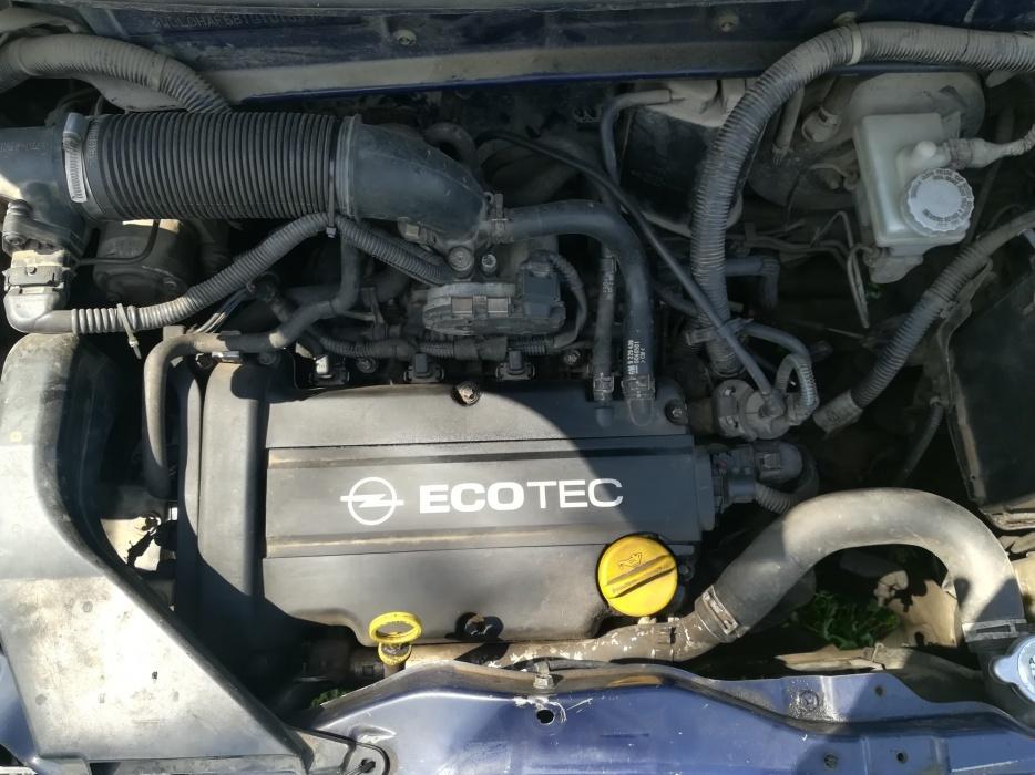 Dezmembrez Opel Agila 2001 1.2 benzina