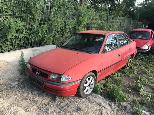 Dezmembrez Opel Astra F 1.6i 16v