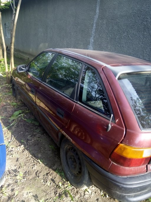 Dezmembrez Opel Astra F 1,7 td an 1995