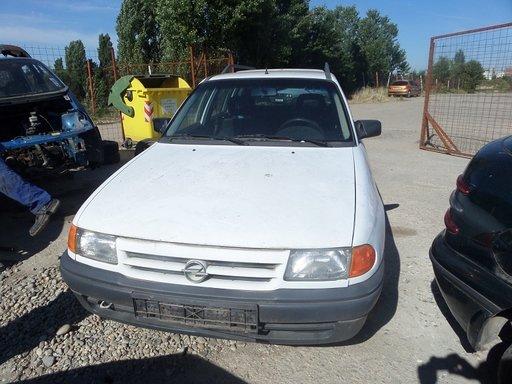 Dezmembrez Opel Astra F DIN 1995