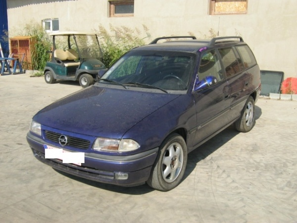 Dezmembrez Opel Astra F din 1996 2.0b,