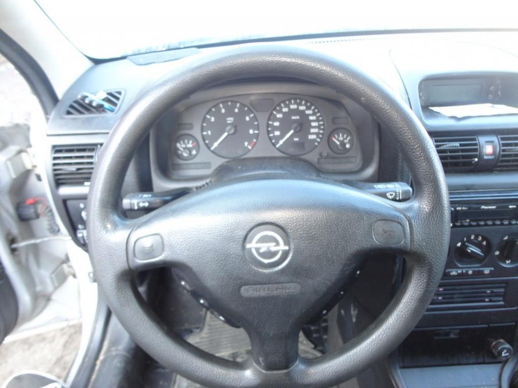 Dezmembrez Opel Astra G 1.6 62kw 84cp 2001