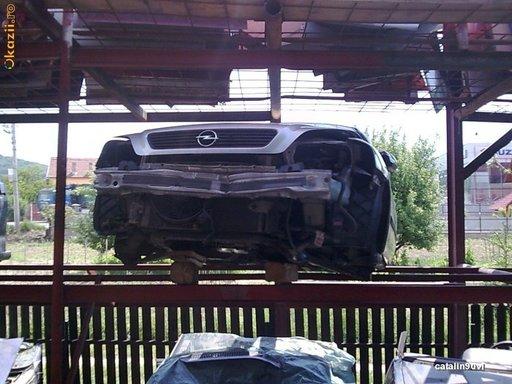Dezmembrez Opel Astra G, an 2000, 1.6 benzina