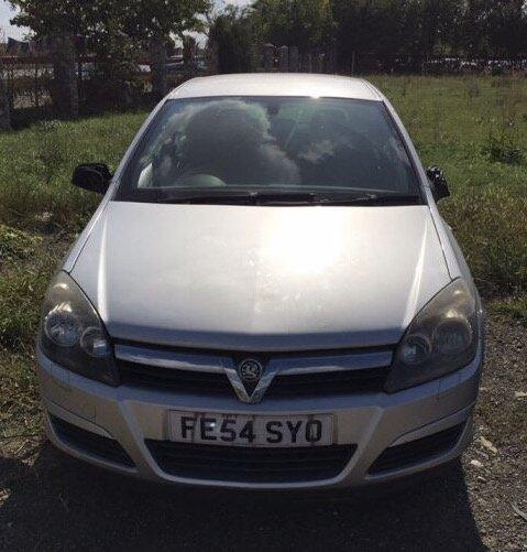 Dezmembrez Opel Astra H 1.4 benzina 5 trepte 2004-
