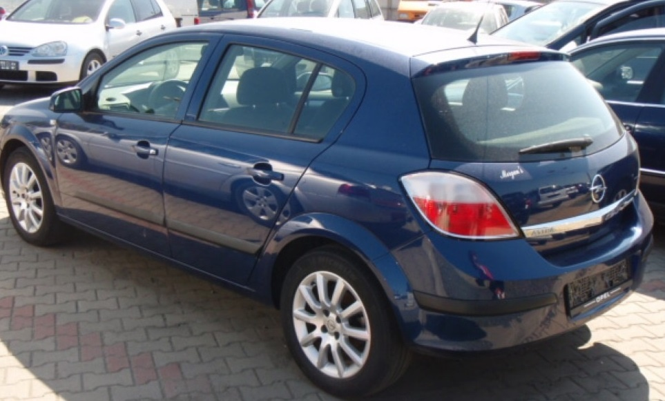Dezmembrez Opel Astra H 1.6 benzina cu 5 usi din 2004 volan pe stanga