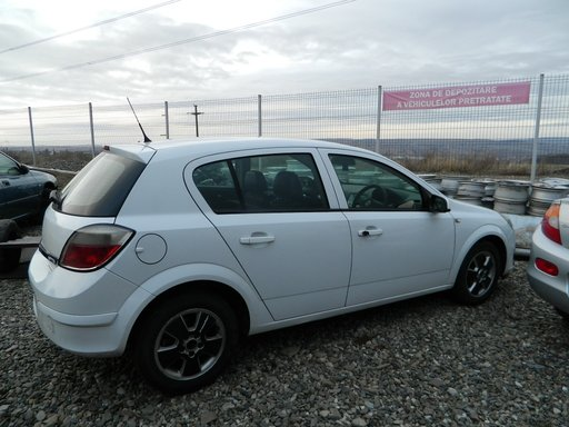 Dezmembrez Opel Astra H, 1.7, AN 2005