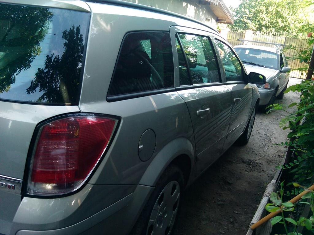 Dezmembrez Opel Astra H 1.7CDTI DIN 2006