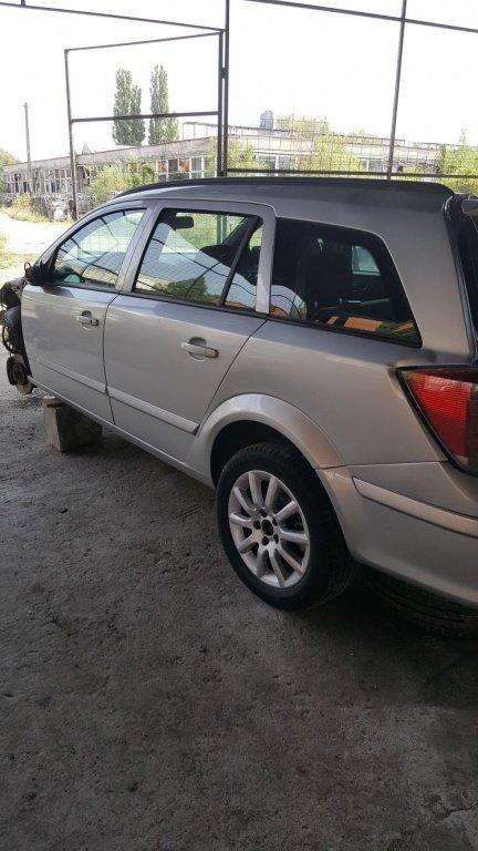 Dezmembrez Opel Astra H 2004 1.7 motorina (Dez16)
