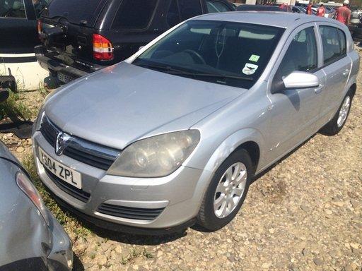 Dezmembrez Opel Astra H,2004
