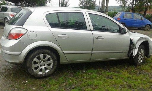 Dezmembrez Opel Astra H 2004