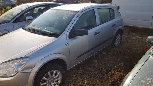 Dezmembrez Opel Astra H 2005