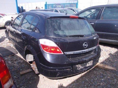 Dezmembrez Opel Astra H ,an 2005