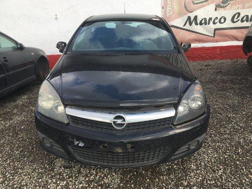 Dezmembrez Opel Astra H GTC din 2006