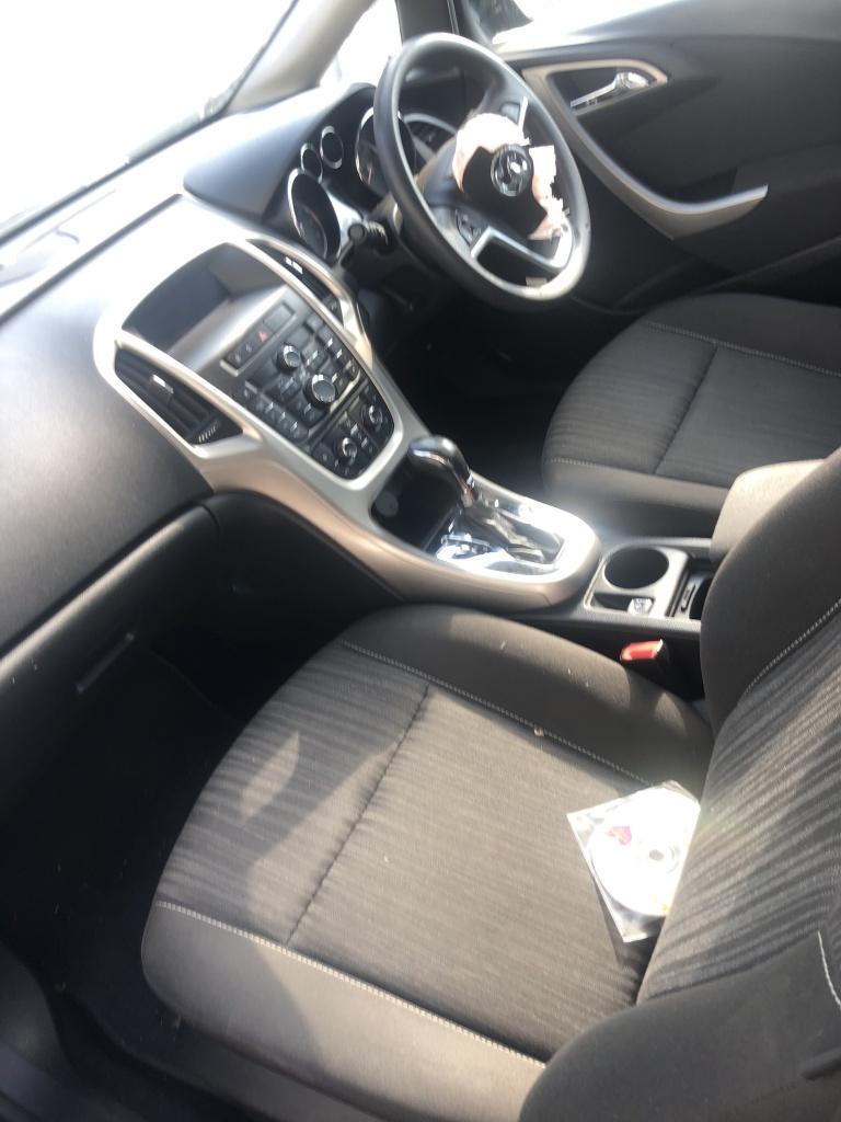 Dezmembrez Opel Astra J 1,6 Benzina 2010 hatchback