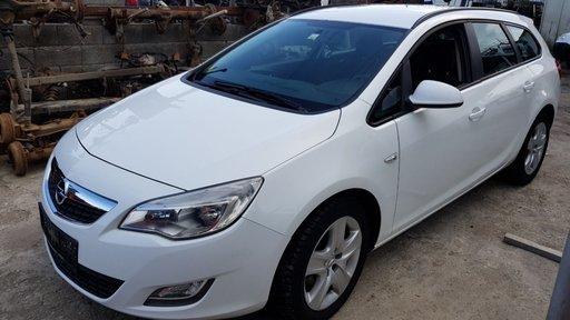 Dezmembrez Opel Astra J 2011 1.7cdti