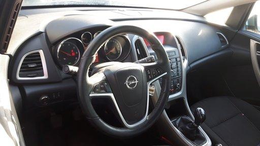 Dezmembrez Opel Astra J Caravan