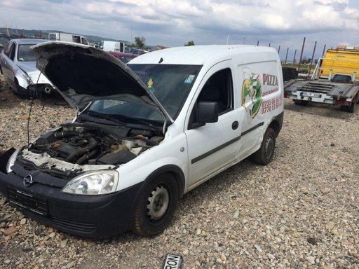 Dezmembrez Opel Combo din 2004