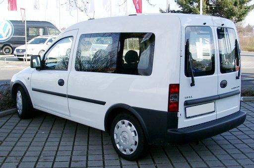 Dezmembrez Opel Combo din 2005, motor 1.3 CDTI