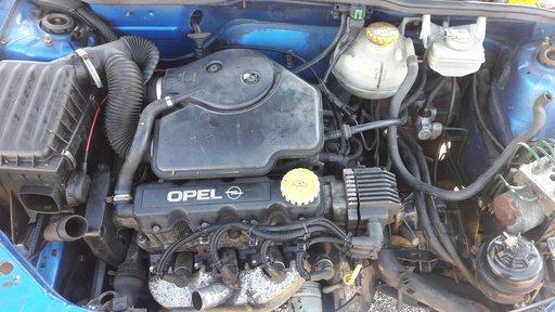Dezmembrez opel corsa b motor de 1.4 benzina