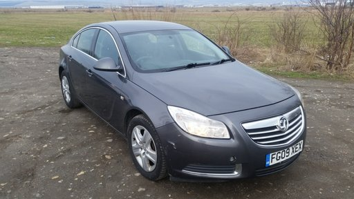 Dezmembrez Opel Insignia hatchback, model 2010, motor 2.0 cdti