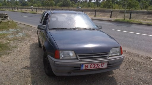 Dezmembrez Opel Kadett